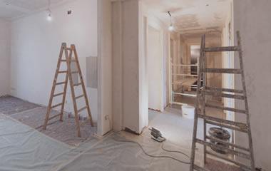 scalei, teli per terra, ristrutturazione e lavori di pittura